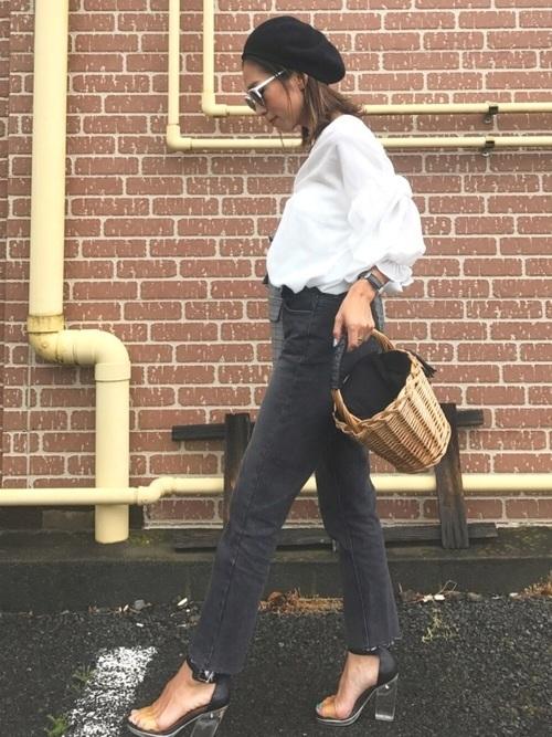 デニムパンツを使ったバルーン袖シャツコーデ