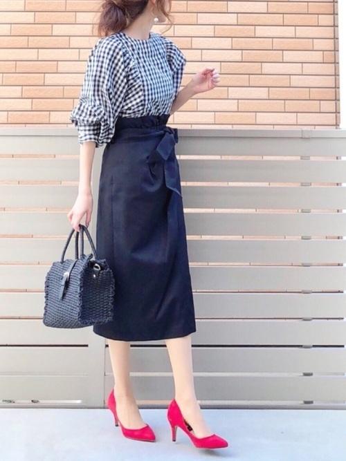 タイトスカートを使ったバルーン袖シャツコーデ