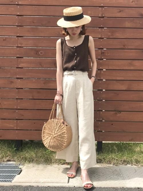 カンカン帽×ホワイトパンツ