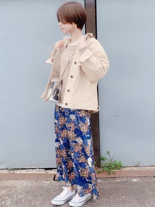 秋のデニムジャケットコーデ