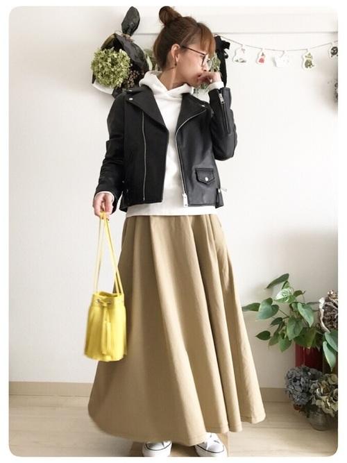 黄色の巾着バッグコーデ