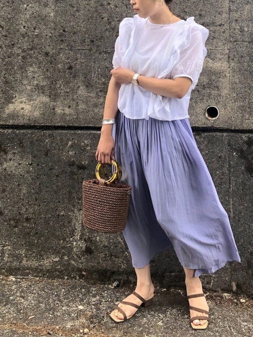 ブラウスを使った30代のデート服