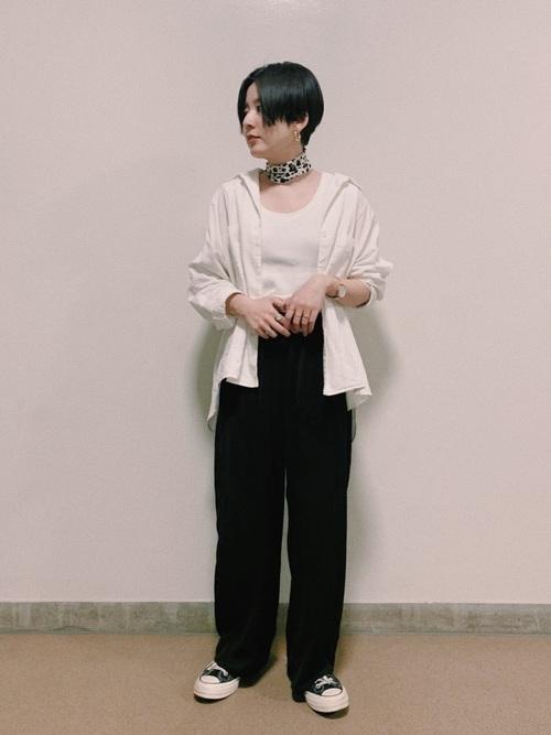白シャツを使ったジェンダーレスファッション