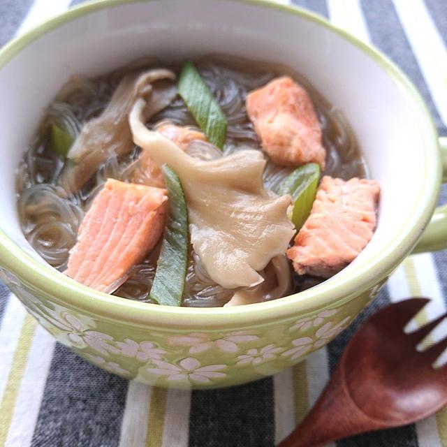 塩鮭と舞茸と白ネギの春雨スープ
