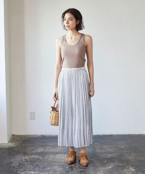 シルバーのスカートを使ったコーデ