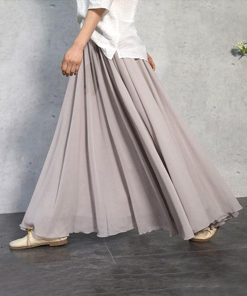 グレージュのロングスカート