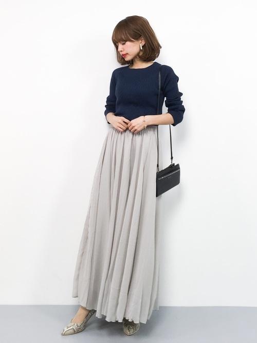 ネイビーニット×グレージュスカート