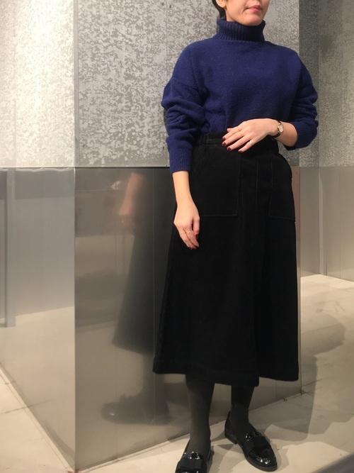 黒のタイトスカート