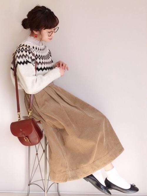 ベージュのフレアスカート