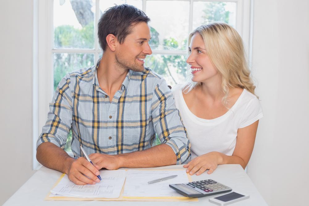 賃貸の契約更新のタイミングで同棲するカップル