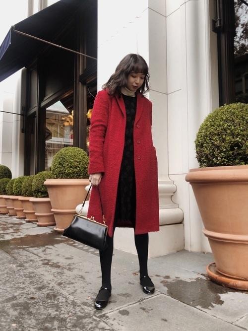 赤いコートでレトロに
