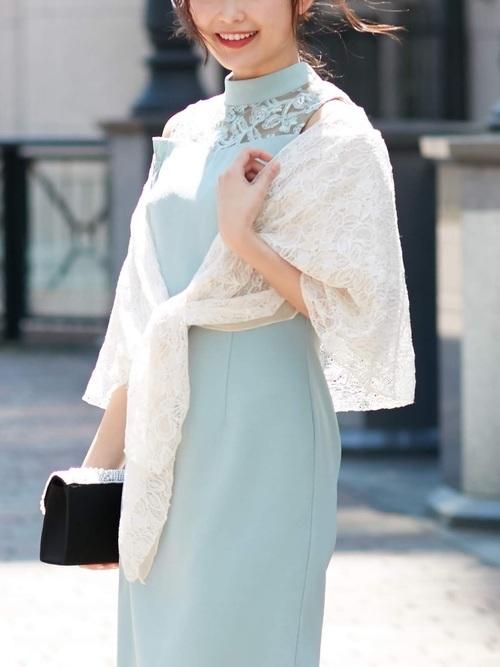 ストールを使った結婚式の冬の服装