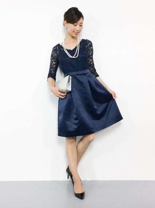 紺ドレスを使った結婚式の冬の服装