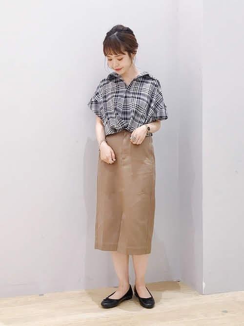 ナロースカートを使ったコーディネート【6】夏:ツイルナロースカート