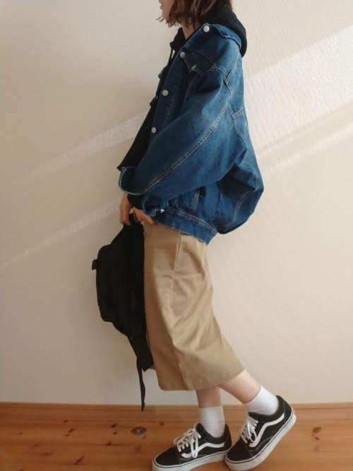 ナロースカートを使ったコーディネート【7】秋:チノナロースカート