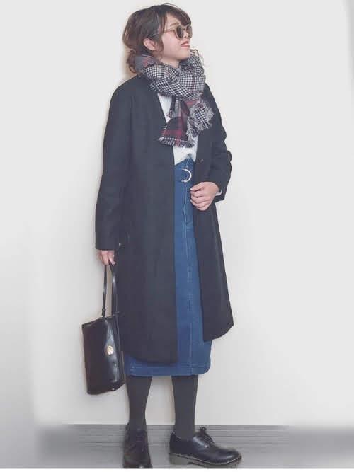 ナロースカートを使ったコーディネート【9】冬:ベルト付きデニムベイカーナロースカート