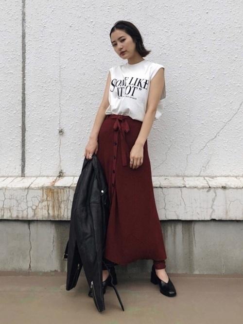 スカートとレギンスのレイヤードコーデ