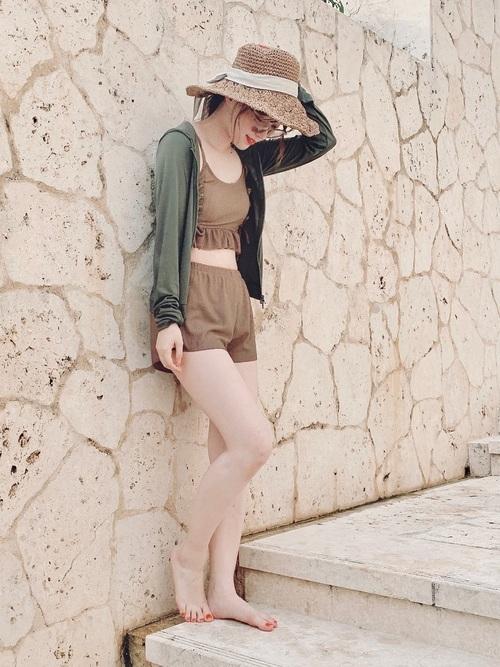 プールで着る服装におすすめのママコーデ