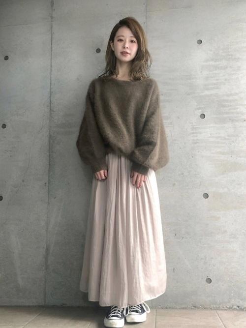 サテンスカートの冬コーデ