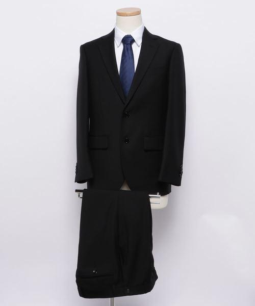 バイオリンの発表会におすすめの男性の黒のスーツ