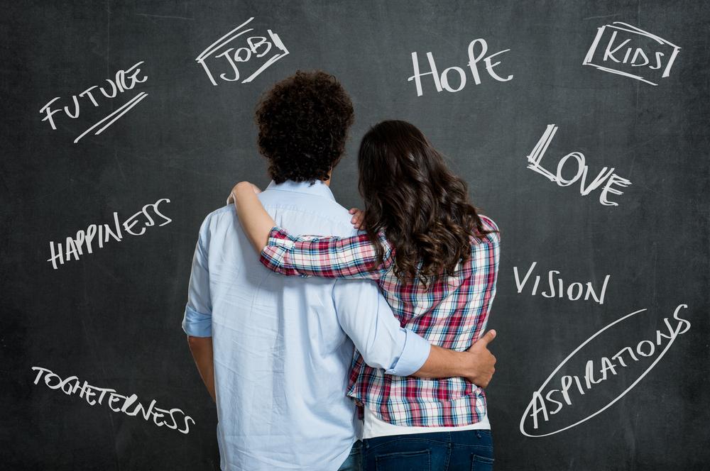 彼氏との価値観の違いを話し合っている女性