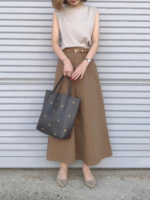 マキシ丈スカート&ベルトのコーデ