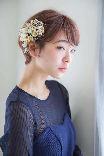ショートヘア×花飾り