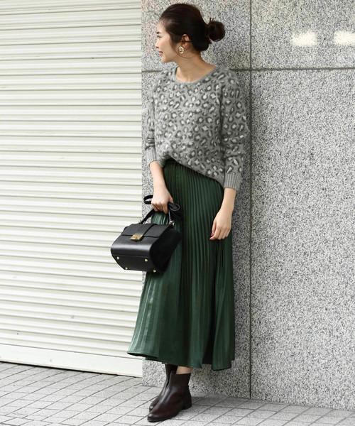 レオパード柄ニットのスカートコーデ