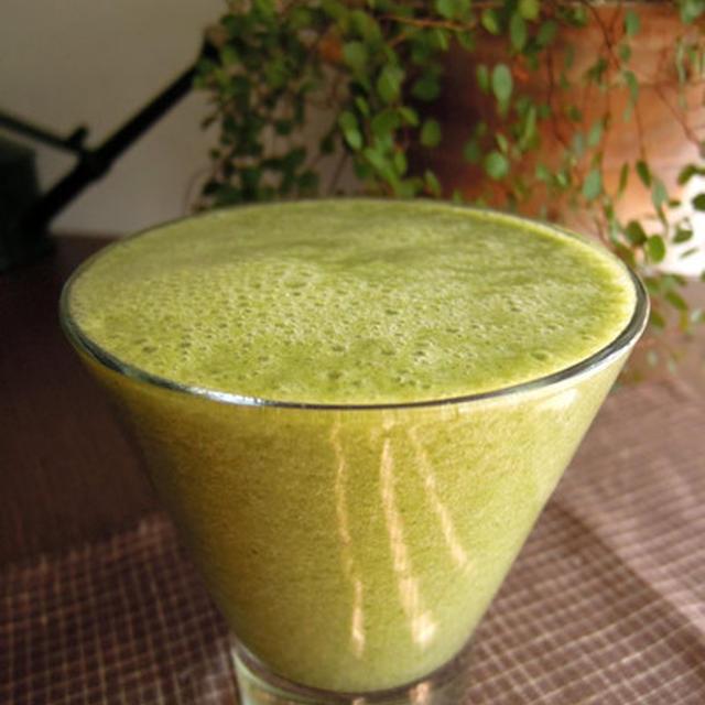モロヘイヤと梨のグリーンスムージーのレシピ