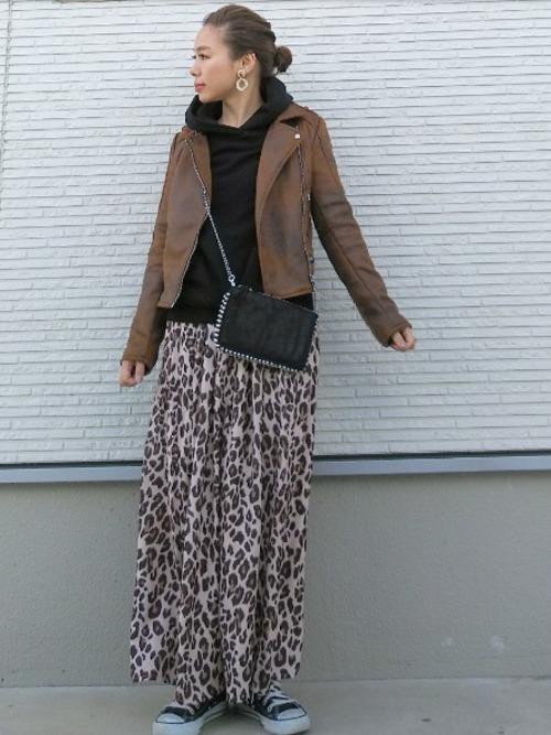 茶色ライダース×アニマル柄スカート