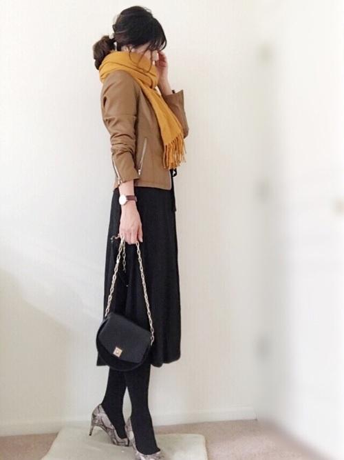 茶色ライダース×フレアスカート