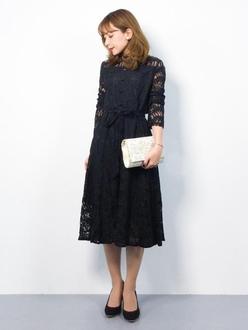 黒ワンピースを使った結婚式の姉妹の服装