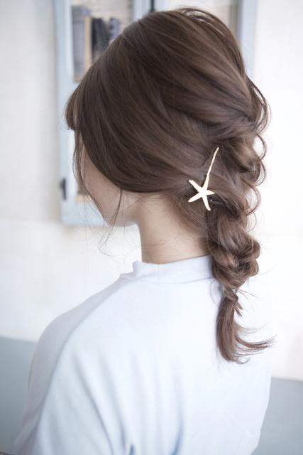 ミディアムヘアのまとめ髪