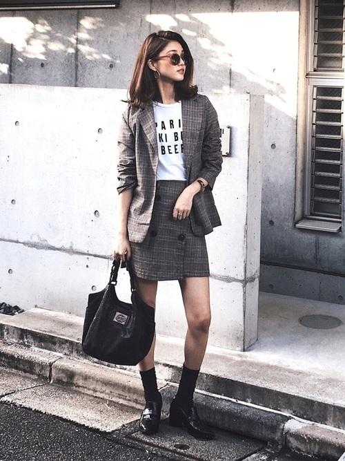 ミニスカートを使ったジャケットとスカートコーデ