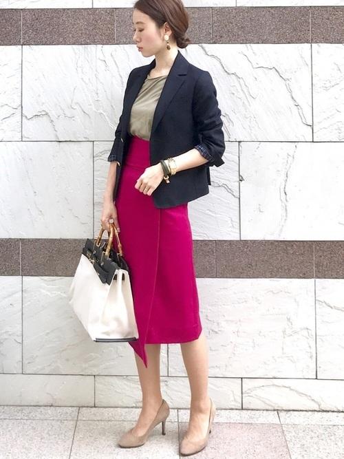 ピンクスカートを使ったジャケットとスカートコーデ