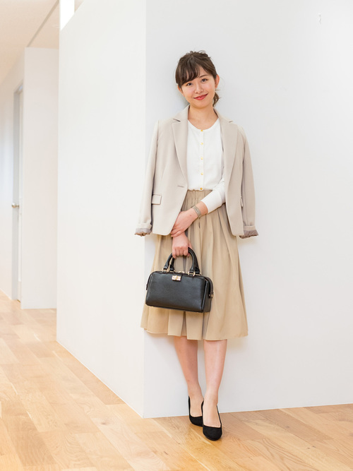フレアスカートを使ったジャケットとスカートコーデ