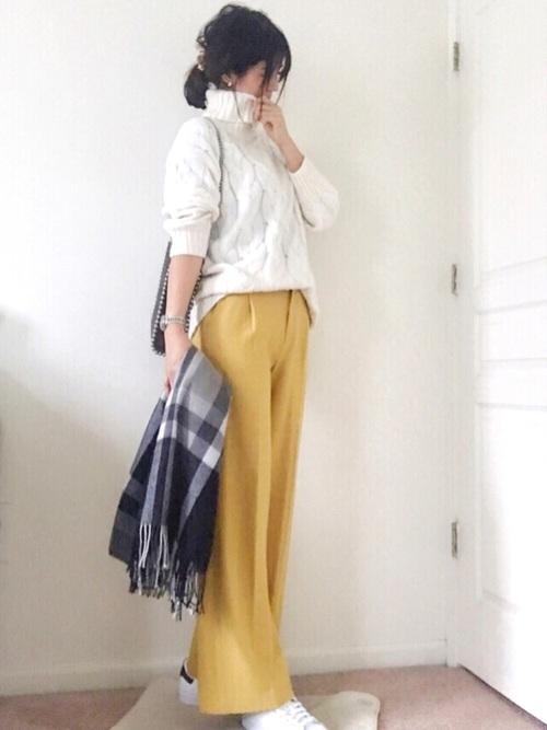 黄色パンツとスタンスミス