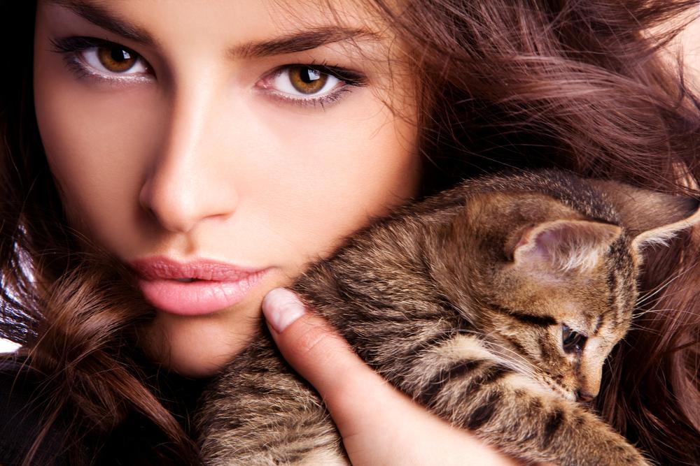 ミステリアスな猫系女子