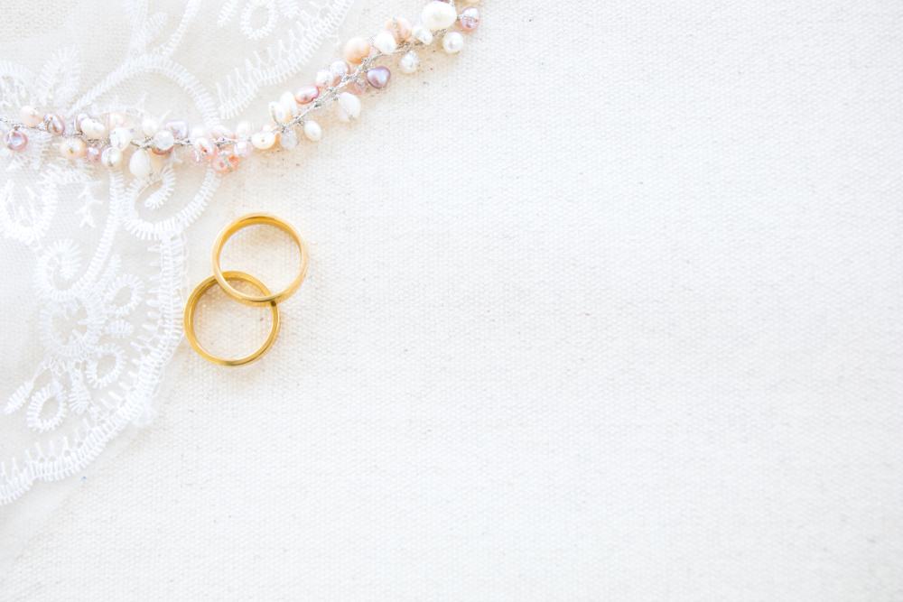 ネックレスと指輪の写真