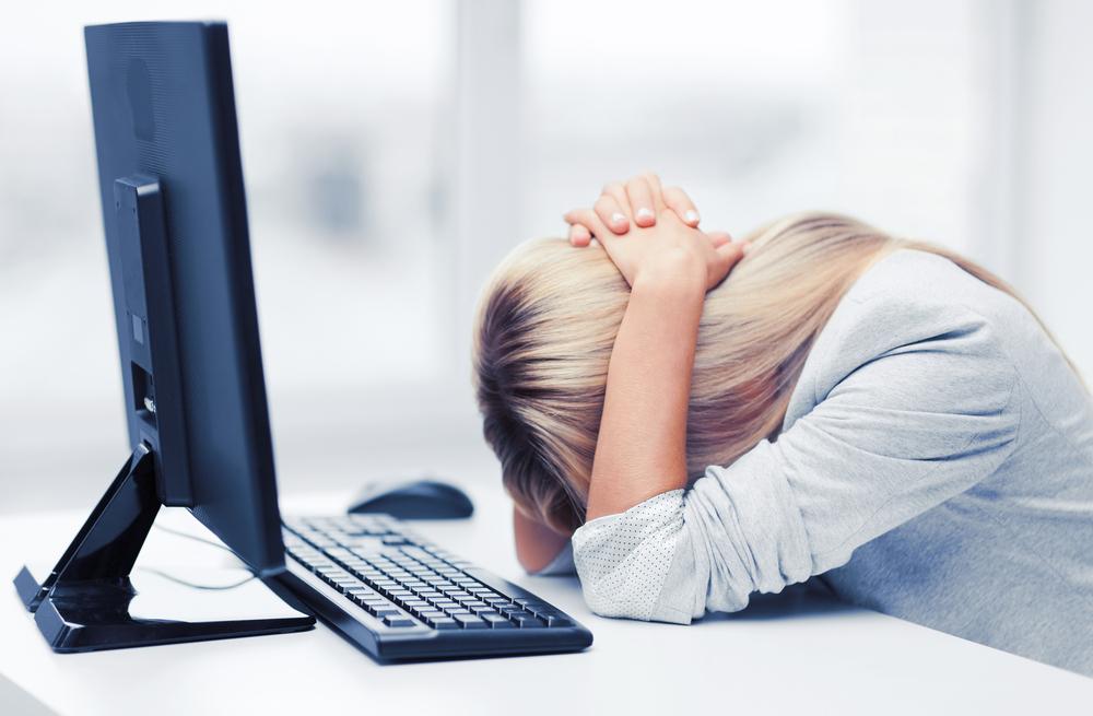 内定が出ず悩みを抱えている転職中の女性