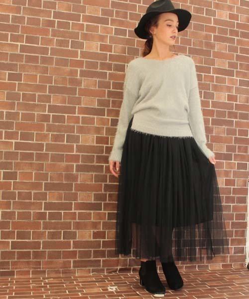 ニットと黒のロングスカート