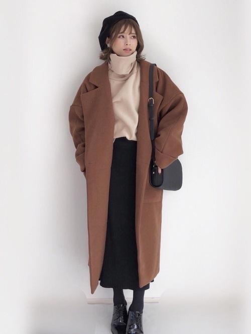 ロングコートと黒のロングスカート
