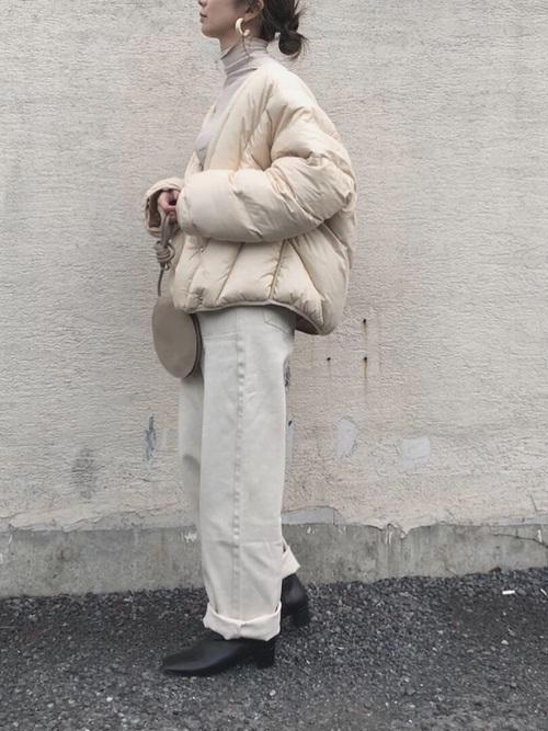 白アウターを使った冬のオールホワイトコーデ