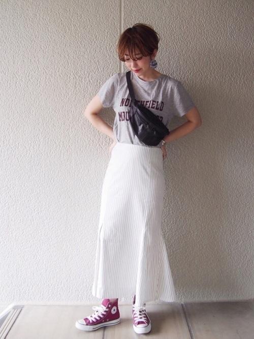 Tシャツ×ストライプタイトスカート