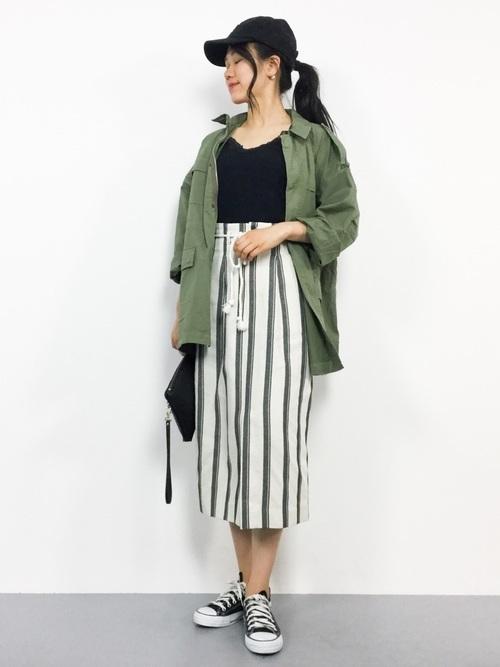 ミリタリージャケット×ストライプタイトスカート