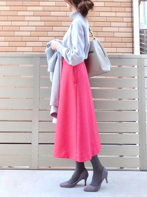 フレアスカートとグレータイツ
