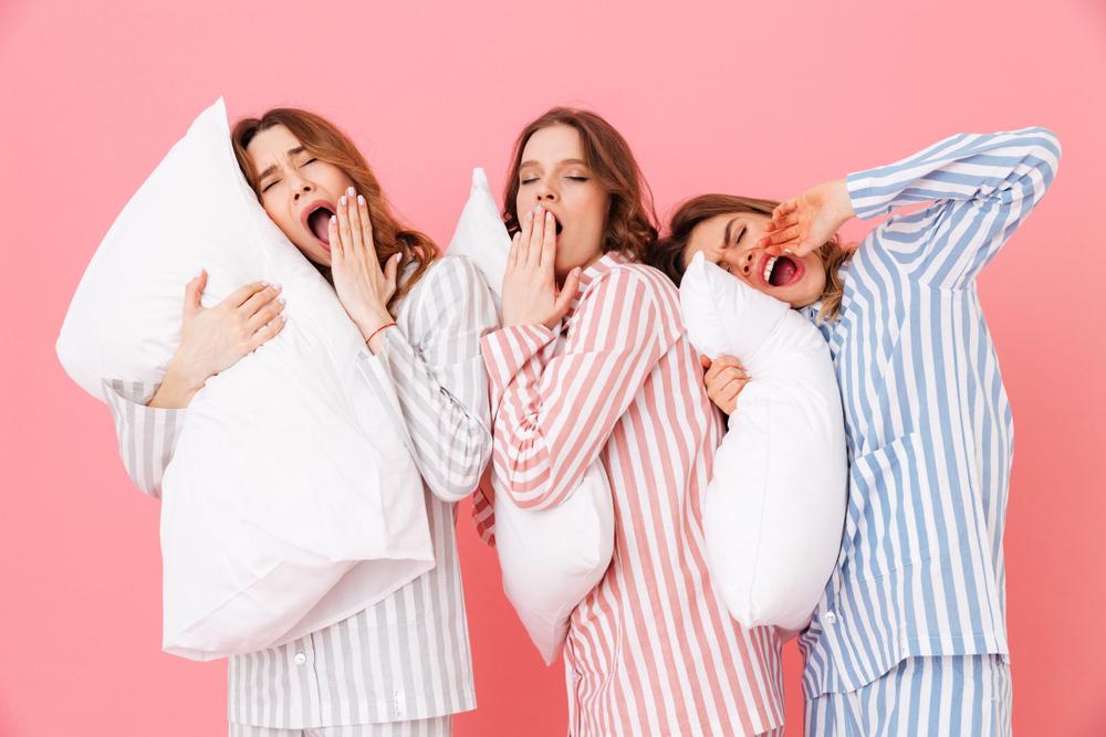 睡眠不足の女性達