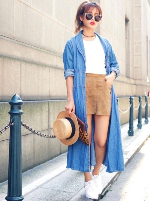 デニムロングシャツ×ミニスカート