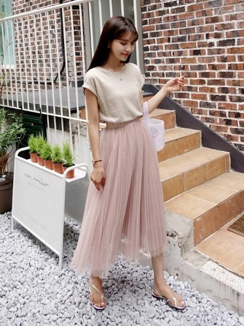 くすみピンクのスカートの夏コーデ