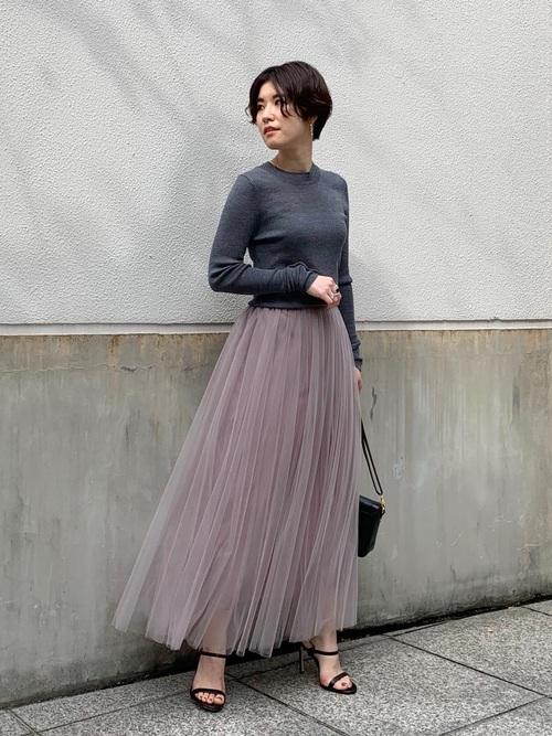 40代向けのくすみピンクスカートコーデ